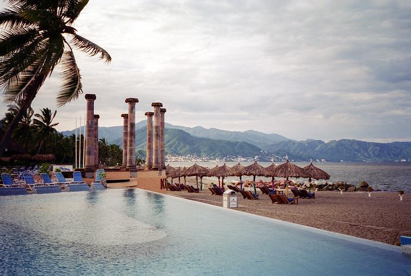 Puerto Vallerta - 1995 - Mountains behind the beach