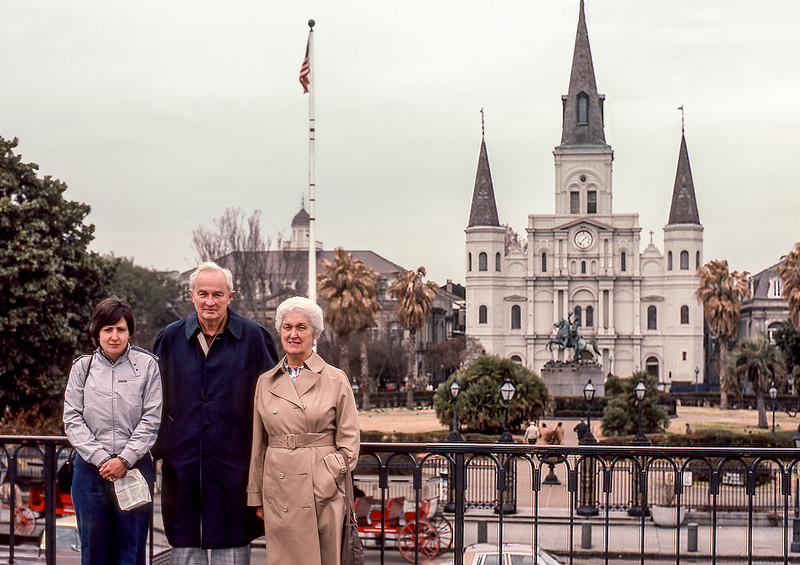 New Orleans - St. Louis Cathedral - Mercedes, Dad & Mom - 1984