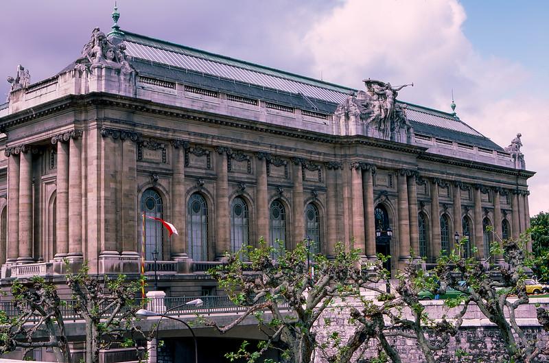 Musée d'Art et d'Histoire (1910) - Geneva's largest museum