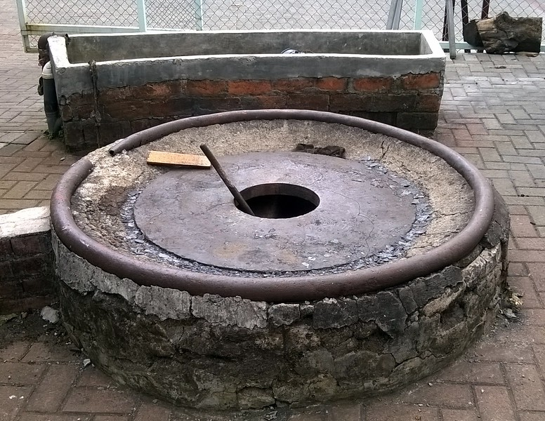 Here is the forge for the creation of a wheel.
