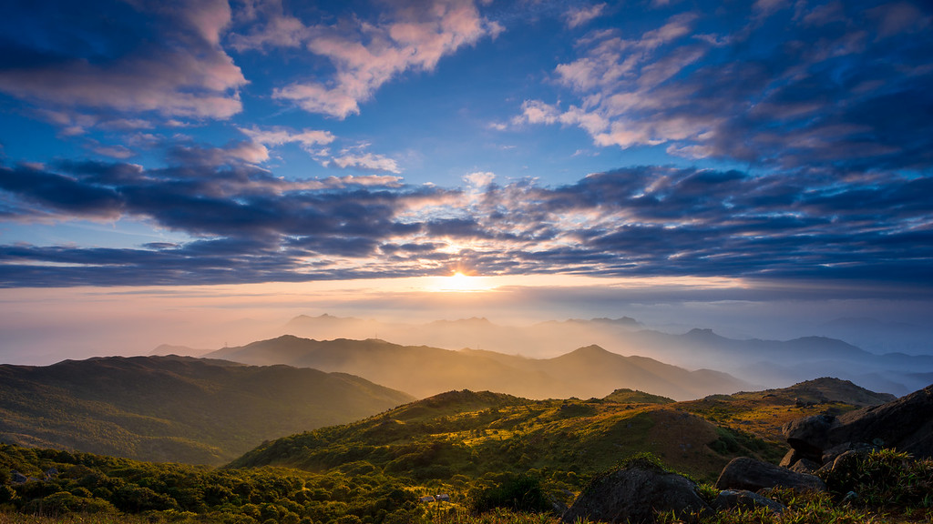 Sunrise at Tai Mo Shan