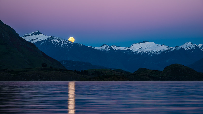 Moonset over Tititea