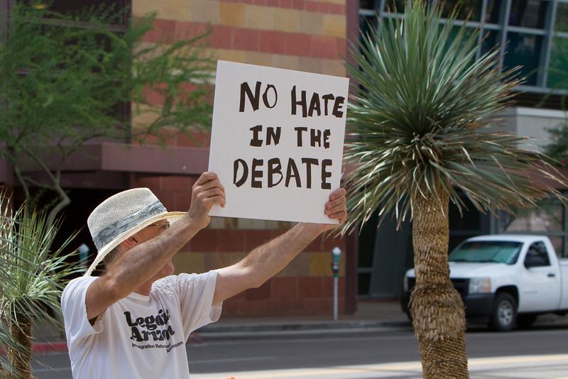 Trump, Phoenix anti & pro