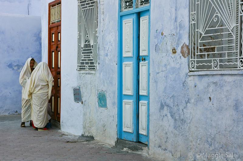 Women in Kairouan medina