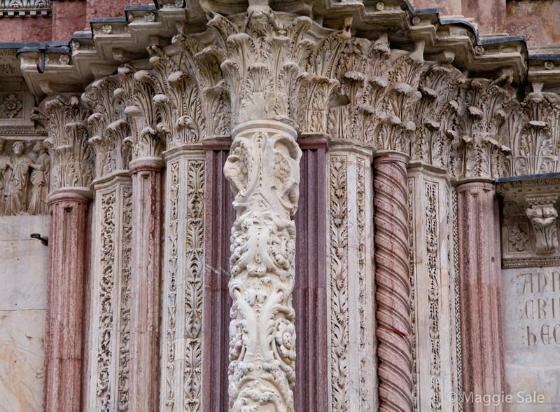 Duomo pillar detail, Siena
