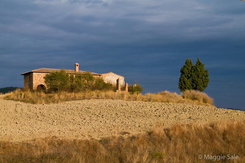 Abandoned farm near Pienza
