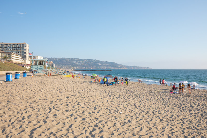Forgot how nice LA beach weather can be!  A sunny sky, warm, not too humid, not too dry, and a nice breeze!