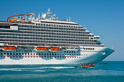 Carnival Magic Heading Into Port