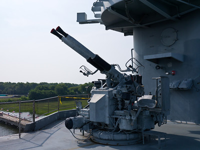 Bofors 40mm anti-aircraft cannon aboard the Yorktown.