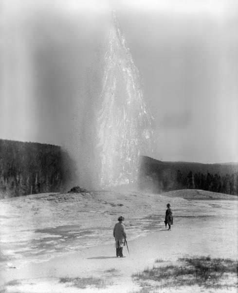 Yellowstone - Old Faithful geyser