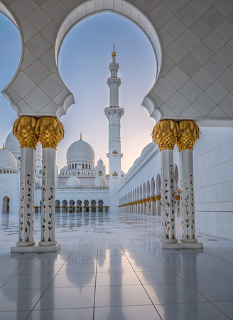 Grand Mosque, Abu Dhabi after sunset