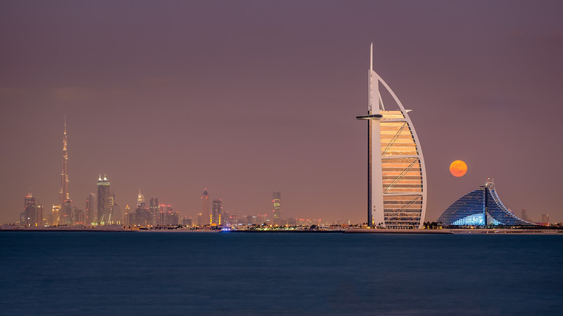 2013 Pic(k) of the week 51: Moonrise over Dubai
