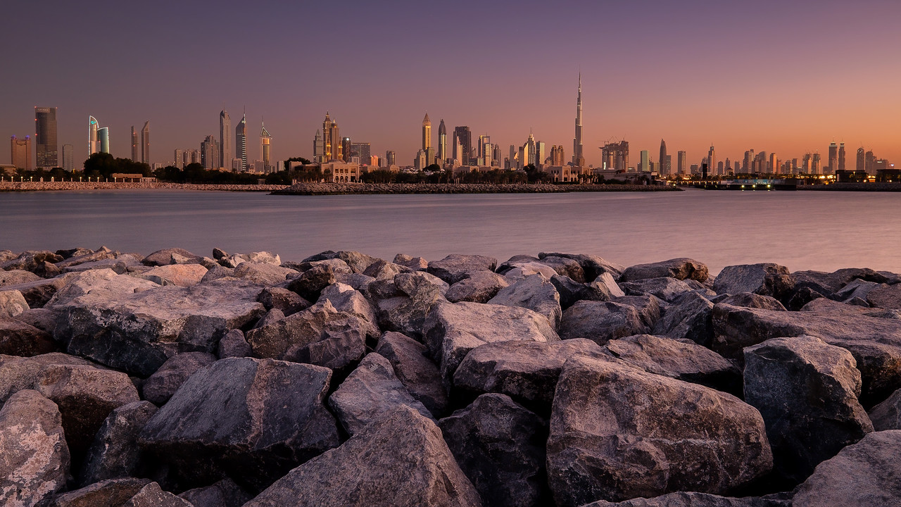 DUBAI SKLINE AT DUSK