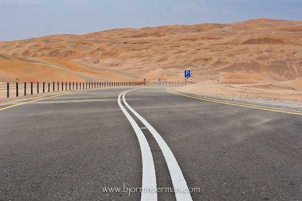 Road between Moreeb dune and Liwa oasis