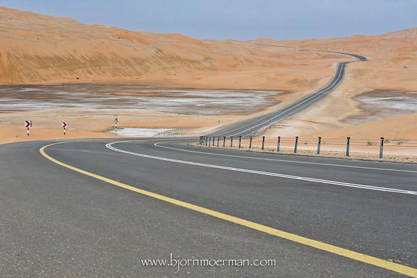 Road between Moreeb dune and Liwa oasis