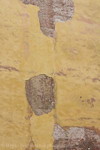 Crumbling wall pattern