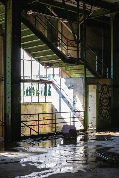 à l'usine abandonnée