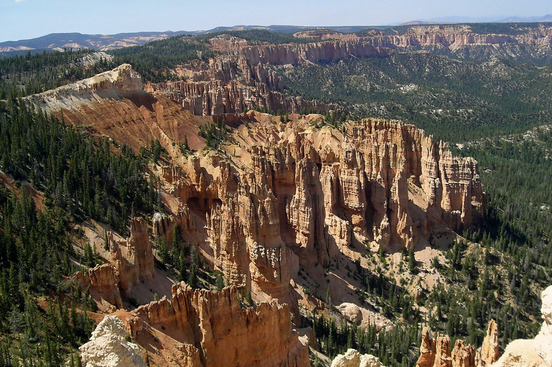 "From Rainbow Point - southern section of the Bryce Canyon National Park - northward along the ""Pink Cliffs"" of the Pausaugunt Plateau - Dixie National Forest"