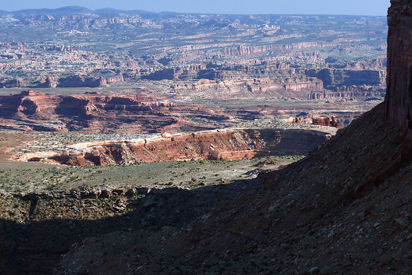 """Beyond the eastern shadow of Junction Butte - southward across the """"White Rim"""" - to The Loop (Colorado River) - to The Needles (district) - Canyonlands National Park"""