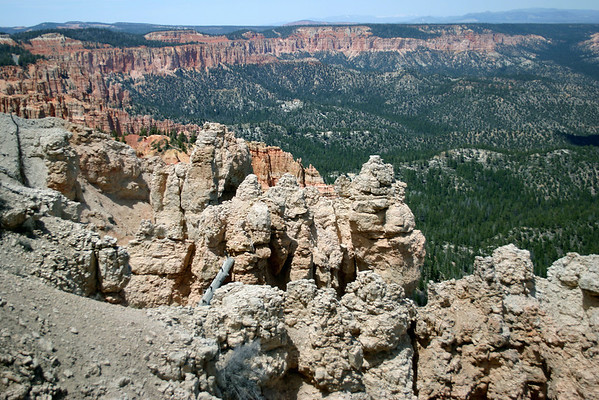From Rainbow Point - northward across the Ponderosa Canyon and Bridge Canyon, in the Dixie National Forest - to the Pink Cliffs, along the edge of the Paunsaugunt Plateau - Bryce Canyon National Park
