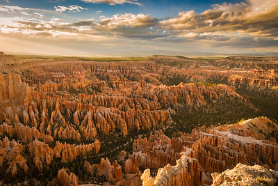 At 9000 feet Bryce canyon rim has many spectacular overlooks