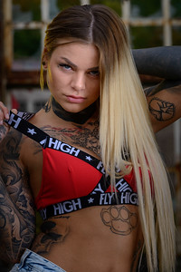 Sara Surprisink - 038