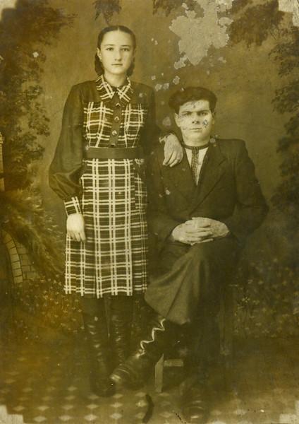 Стефанія Лопух (Білявська) і двоюрідний брат Михайло Цепенюк