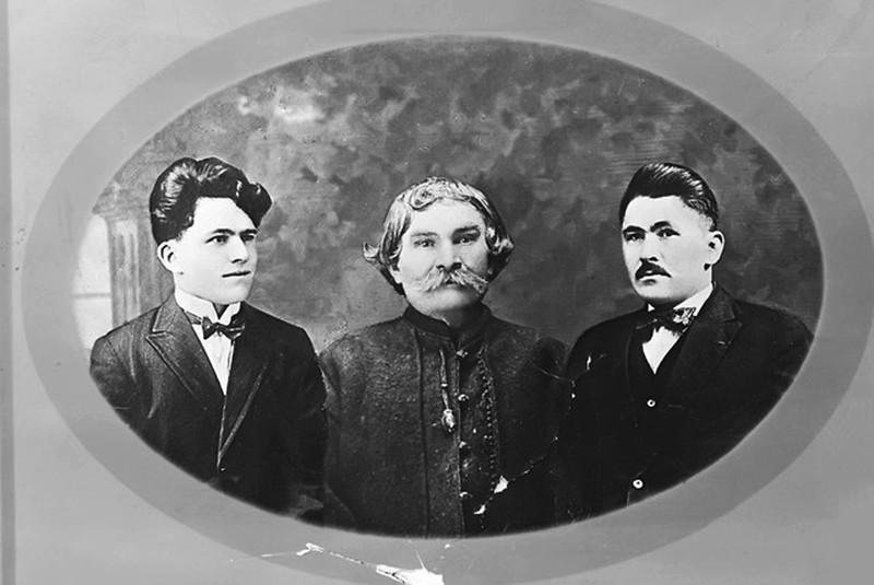 Сім'я Стасюків: Михайло (молодший син), Василь (тато)  і старший син - Стефан (р.н. 1888 в с. Торськім)