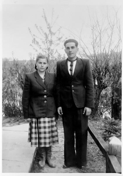 Торське. Іванна (Гоцуляк) з чоловіком Степаном Олійничуком