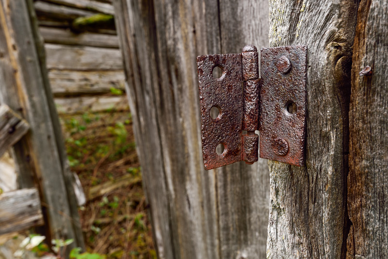 Old farm building hinge 01