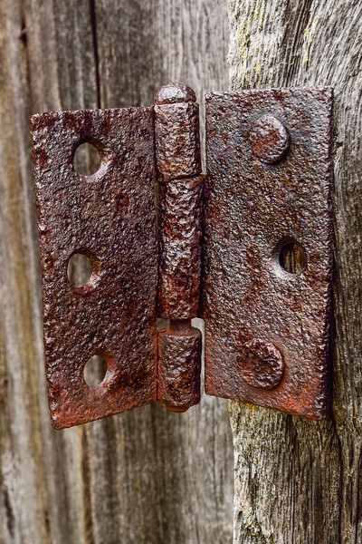 Old farm building hinge 02