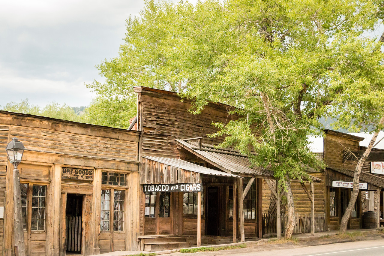 Kramer Shop (Dry Goods & Notions) and Goldberg/McGovern Store (Tobacco & Cigars) (exteriors)