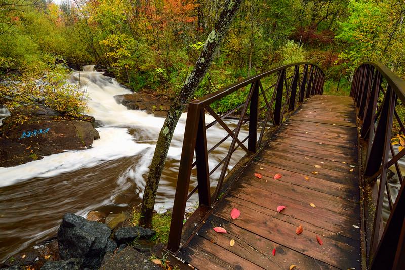 Footbridge over Miller Creek 01