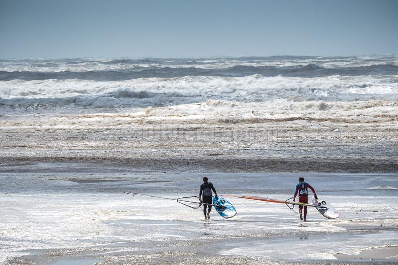 Windsurf dans la Tempête © 2017 Olivier Caenen, tous droits reserves