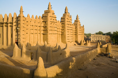 The Grande Mosque of Djenne, one of the largest mud structures in the world / Djenne, Mali