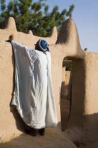 A muezzin making the evening call to prayers / Nyala, Mali