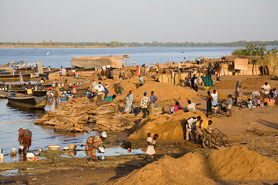Afternoon life on the Niger / Segou, Mali