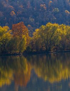 Ohio River Reflection 9460V