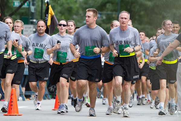 General David H. Huntoon, Jr, the 58th Superintendent of the U.S. Military Academy and First Captain Charlie Phelps leads cadets to the finish line at the end of the Tunnels to Tower Run, September 25, 2011.