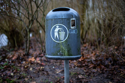 Old trash can in the Wilhelmshaven Wiesenhof area