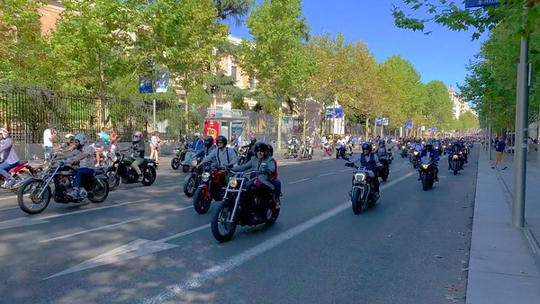 """2018-09 """"Sunday Best"""" Motorcycle Parade in Madrid"""