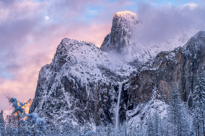Twilight moon  - Yosemite NP, 2019