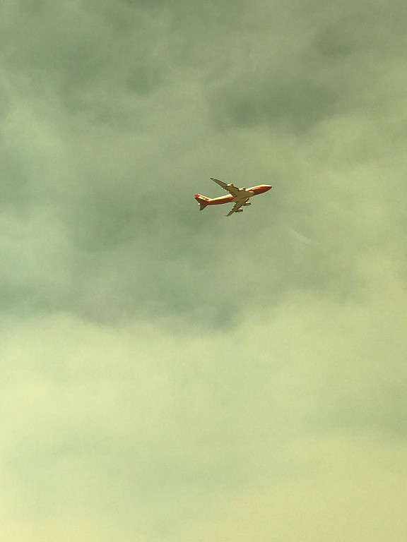 . Air tanker over Clearlake, Lake County 080518-J Contreras