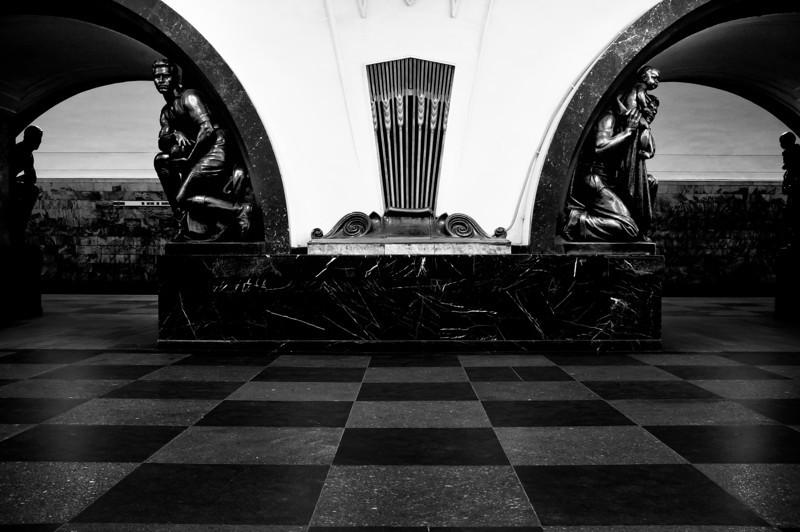Ploshad Revolutsi Station