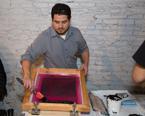 José Luis Gutiérrez  of Instituto Gráfico de Chicago making a screen print.