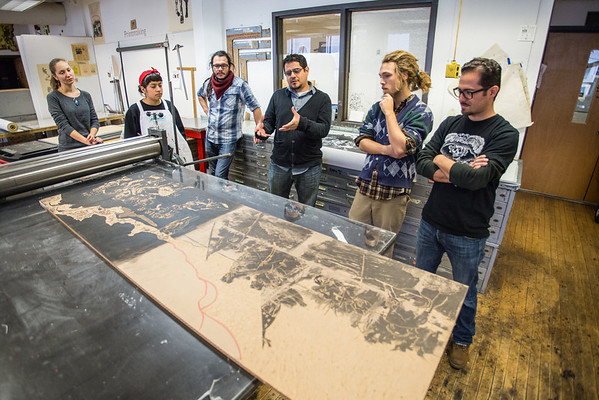 José Luis Gutiérrez  (3rd from right) Critiquing a printmaking student's work.