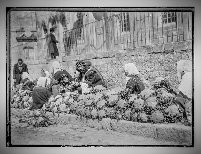 Vendors with cauliflowers at outdoor market.  1898-1946