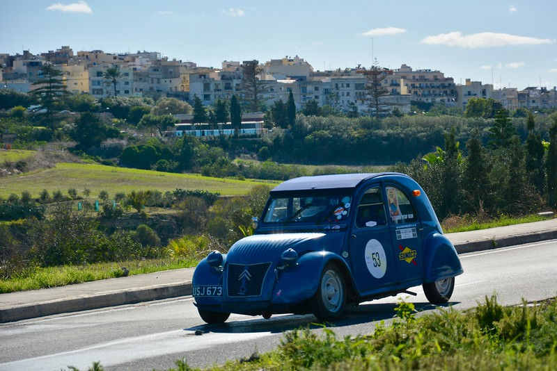 Deux Chevaux on back straight at Mdina Ring.