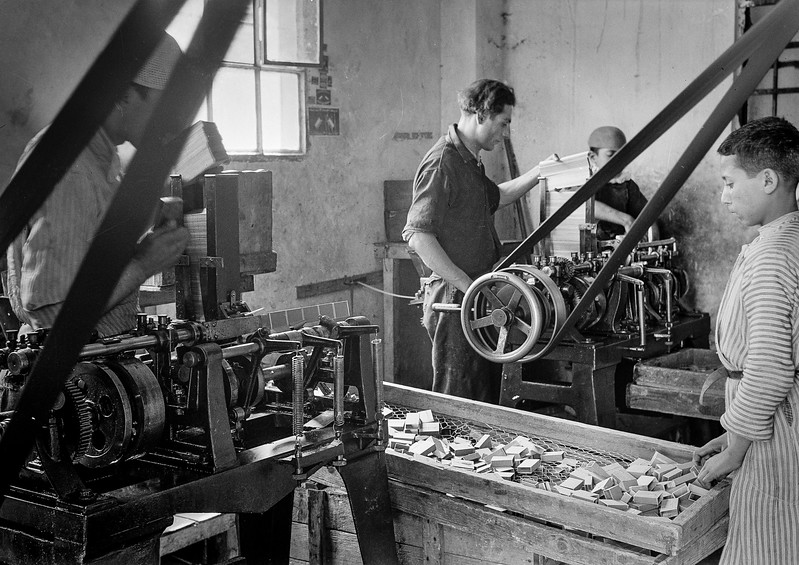 37.  Nablus match factory. 1940
