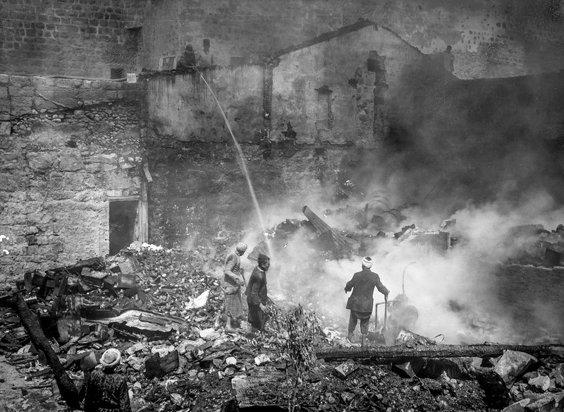 121.  Palestine resistance.  A fire in the Armenian Quarter. 1936
